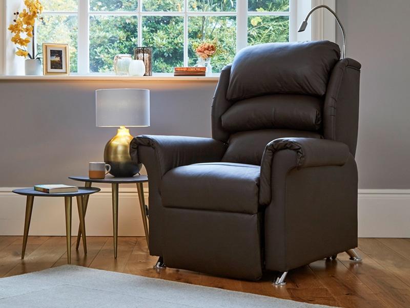 Venetian riser recliner chair